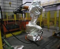 机器人防护服在车间的应用